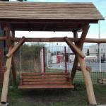 Leagăn cu acoperiș din lemn masiv tip rustic HI02